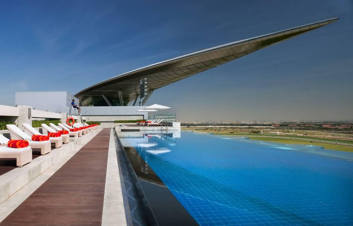 فندق الميدان اول فندق يطل على حلبة سباق الخيل في العالم