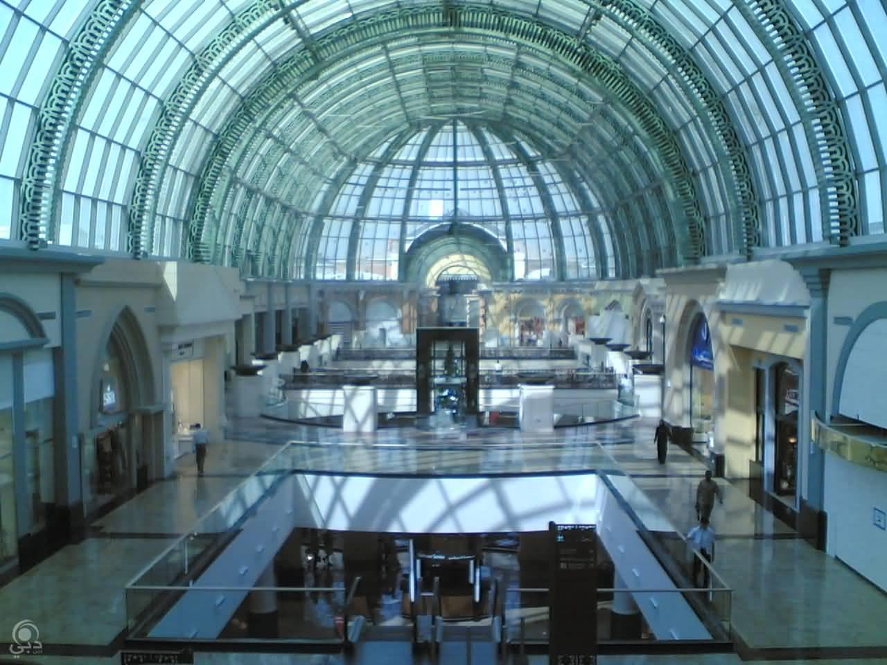 مول الإمارات – شارع الشيخ زايد