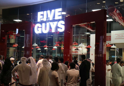 مطعم فايف جايز للمأكولات الأمريكية – دبي مول
