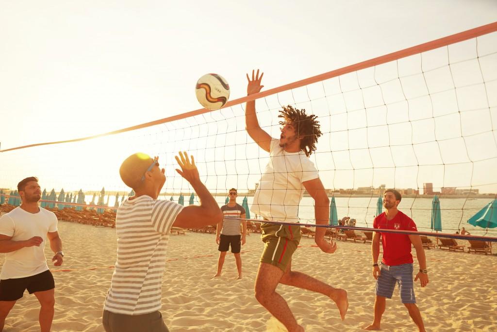 ذا بيتش ينظم فعالية نشاطات اللياقة البدنية على شاطئ البحر