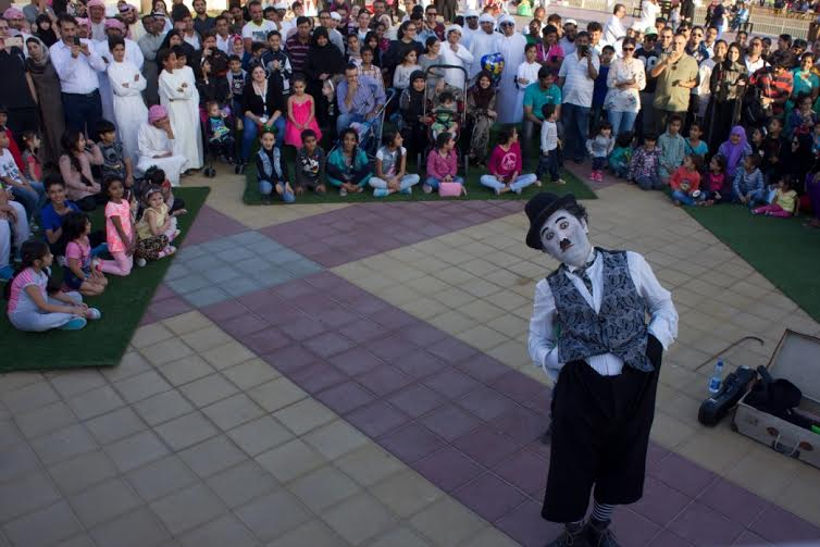 مهرجان عروض الشوارع العالمي في القرية العالمية 2016
