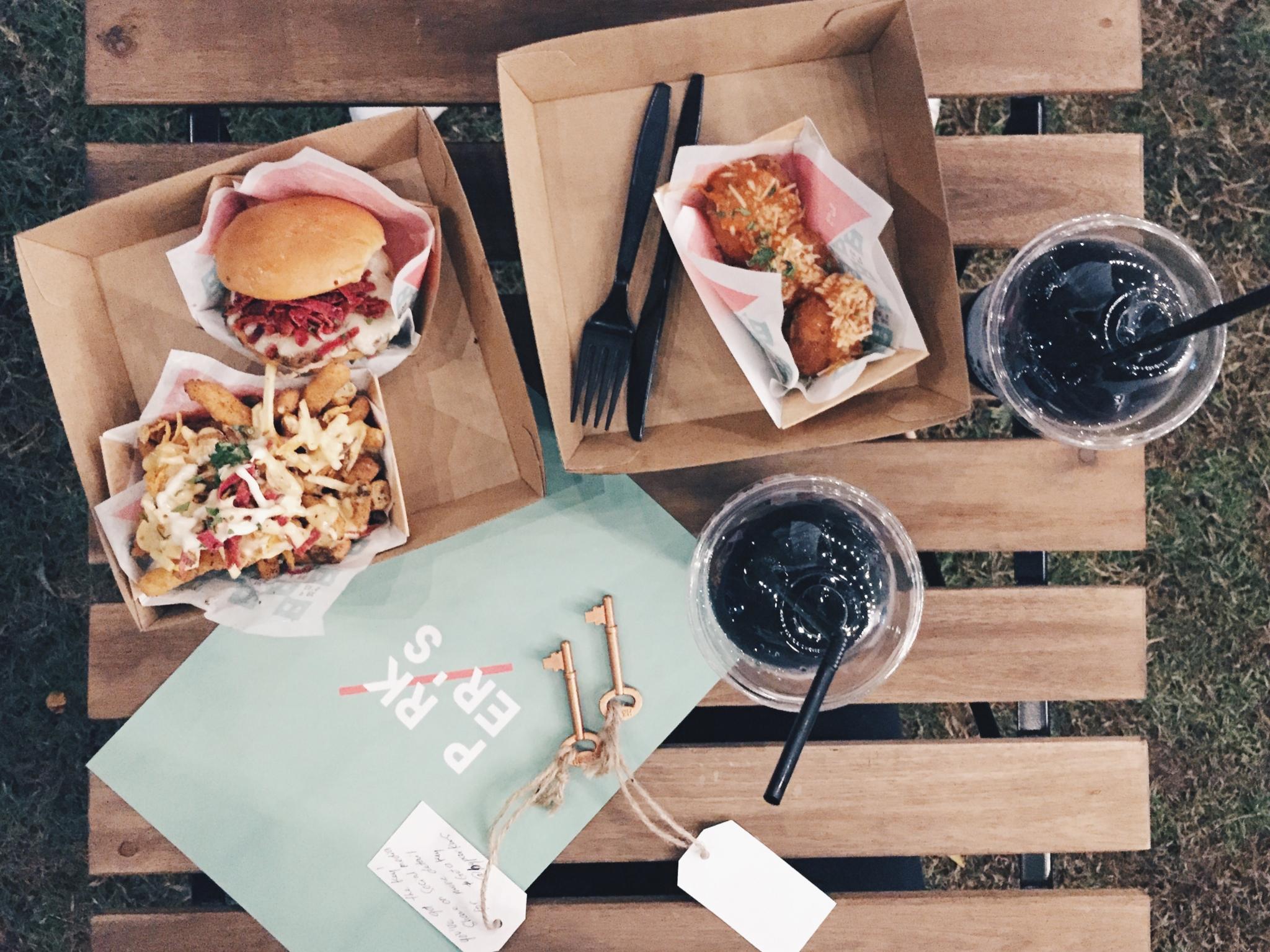 مطعم باركرز للمأكولات السريعة – حديقة الخزان