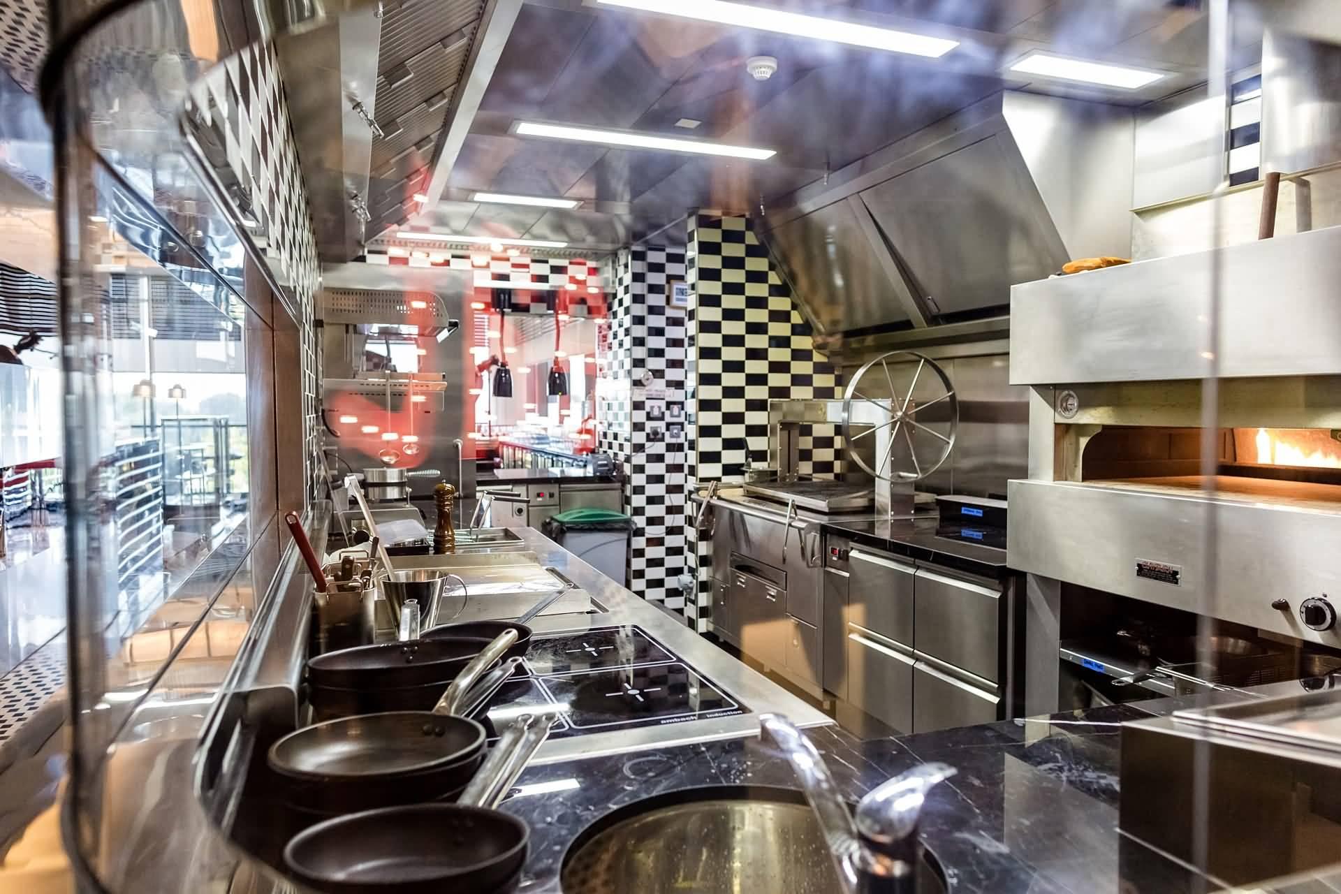 مطعم فايربيرد داينر في دبي