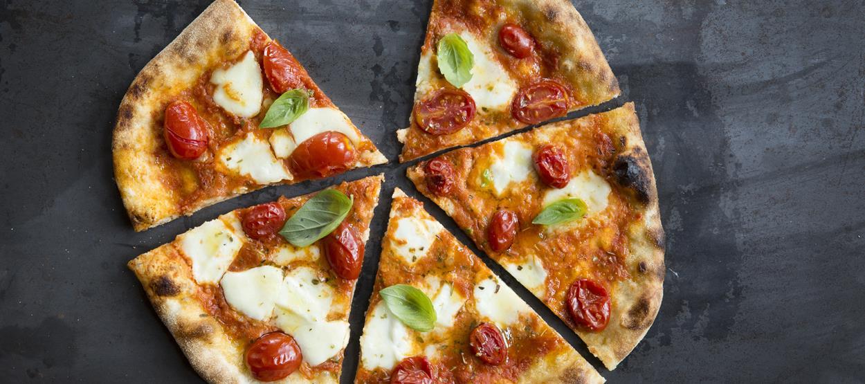 madinat-jumeirah-trattoria-toscana-pizza-bufalina-11-hero