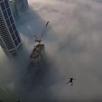 بالفيديو .. مغامر يؤدي قفزة حرة من برج سلافة بدبي