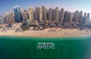 دبي تفتتح أكبر حديقة مائية مطاطية في الشرق الأوسط