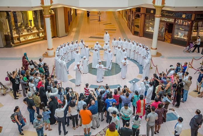 مركز وافي يحتفل بيوم العلم الإماراتي