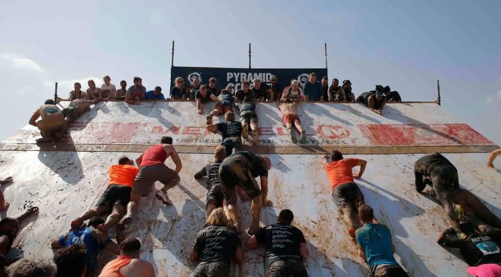 first-timers-and-fitness-fanatics-alike-helped-each-other-complete-du-tough-mudder-1